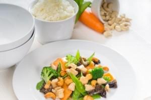 Hähnchen mit Reis und Gemüse