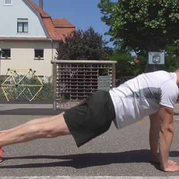 Brust Training durch Liegestütze (ohne Geräte)